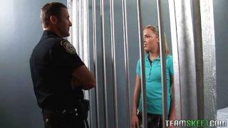 Colegiala Follada En La Cárcel