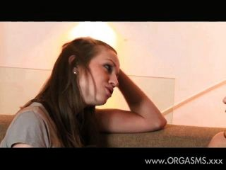 Chica Solitaria Se Rinde A Su Amiga Lesbiana