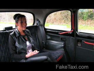 Faketaxi I Cum En Su Culo En La Parte Posterior De Mi Taxi