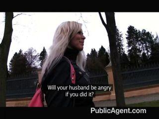 Publicagent Rubia Follada En Baños Públicos