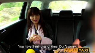 Faketaxi Hot Asian Babe Golpeado En Taxi