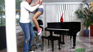 Petite Latina Tia Cyrus Apretado Coño Follada