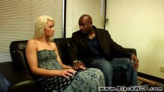 Annika Albright Follada Por El Terapeuta Negro