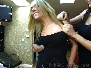 Puta Gangbanged En Una Barbería