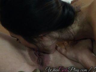 Dos Adolescentes Sexy Comen Unos A Otros