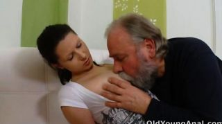 Irene Está Ansiando Sexo Anal Con Anciano