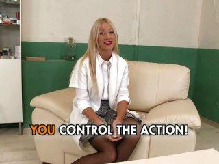 Enfermera Femdom Juega Con Sus Pacientes