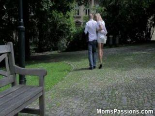 Las Pasiones De Las Madres Haciendo El Amor A La Mamá Romántica