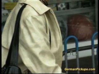 La Señora Alemana Es Recogida En La Tienda