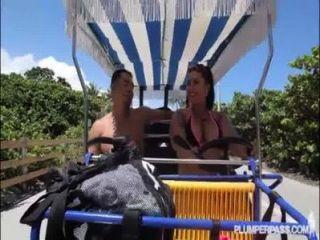 Curvy Grande Culo Cubana Diana Nicole Obtiene Doblada Sobre N Follada