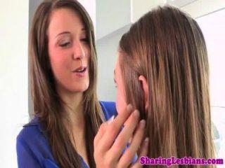 Pequeña Lesbiana Rimming Su Pals Sexy Culo