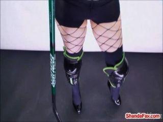 Zorra Canadiense Del Hockey!shanda Sopla Un Palo Grande!