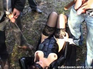 Esposa De Dogging Pissed Encendido Por 10 Individuos En Un Parque