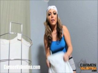 Cumslut Carmen Valentina Obtiene Un Facial En Día De Lavandería!