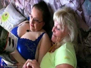 Abuelita Rechoncha Y Abuelita Vieja Masturbándose