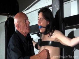 Amordazado Esclavo Honestidad Caballeros Dominación Erótica Y Pezón Torturas De Morena