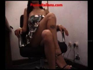 Aficionado Mujer Puta Exhibicionista Masturbándose En La Oficina