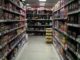 Desnudo En Un Supermercado