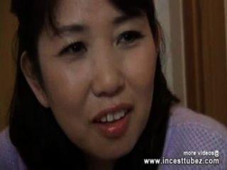 Mamá Japonesa Y El Hijo Solo En Casa Y Fucking Incesttubez.com