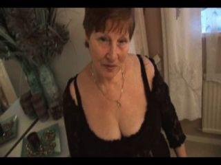 Abuela Peluda En Bragas Sin Culo Posando