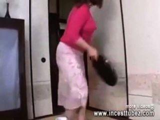 Mamá Japonesa En El Cuarto De Baño Follada Por El Hijo Polla Incestotubez.com