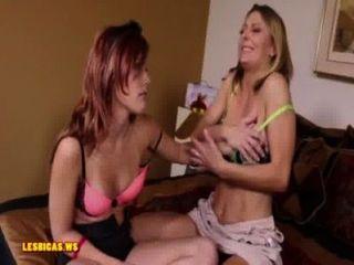 Mamá Muestra Hija Cómo Ser Lesbiana