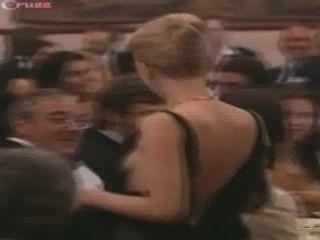 Scarlett Johansson Se Cae De Su Vestido
