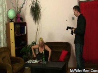Sucio Sesión De Fotos Y El Sexo Con Su Bolsa De Edad