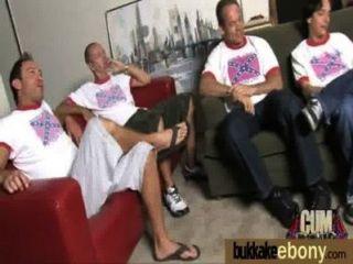 Ébano Se Folla En Todos Los Agujeros Por Un Grupo De Tipos Blancos 23