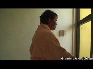 Abuelita Traga Dos Pollas A La Vez
