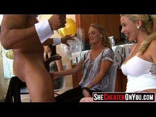43 Estas Chicas Se Vuelven Locas En Clucb Orgy Chupar Dick 13