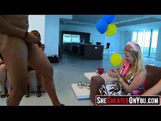 16 Cogió A Tu Chica Chupando Dick En El Partido 51