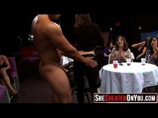 35 Hot Milfs En Chupar Dick En El Partido 04