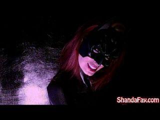 Canadian Milf Shanda Fay Es Batgirl Y Se Baja Con El Juguete Grande!