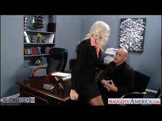 Sexy Rubia Emma Starr Obtiene Clavada En La Oficina