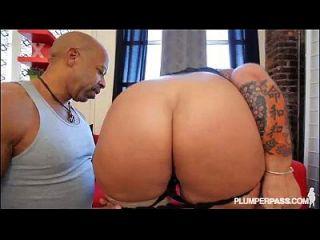 Sexy Curvy Milf Obtiene Su Culo Jodido Y Llenado Por Bbc