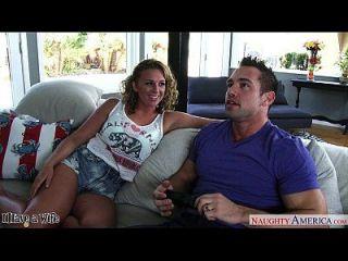 Hot Wife Brooke Wylde Obtiene Grandes Tetas Chupar
