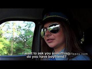 Mujer Policía Adolescente Chupar Dick En Coche