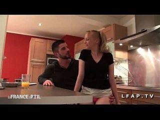 Jolie Cougar Francaise Sodomisee Par Un Jeune Technicien En La Cocina
