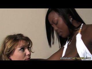 La Nieve De La Aurora Es Follada Por Una Lesbiana Negra