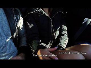 Tres Autostopistas Adolescentes Golpeando En El Coche