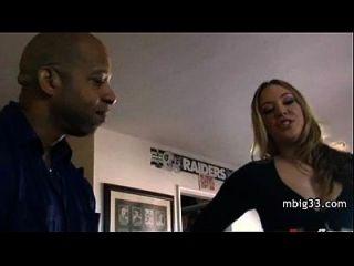 Adolescente Blondy Toma Polla Grande Negro En El Culo.