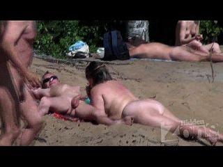 Mamada En Una Playa Nudista