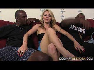 Euro Slut Natasha Starr Obtiene Dp