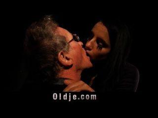 76 Hombre De Edad Con Dick Grande Taladro Adolescente Dulce