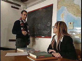 La Prof Di Anatomia ... (película Italiana Completa) F70
