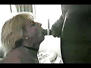 ¡la Esposa Blanca Madura Consigue La Polla Negra Grande Para El Regalo Del Aniversario Mientras Que Las Cintas Del Marido!ver Leer Comentario