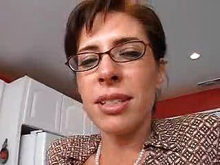 Maestra Madura Seduce A Su Estudiante
