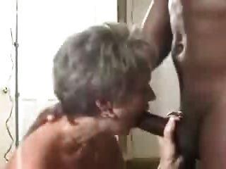 Una Mujer Madura Caliente Obtiene Un Creampie De Su Lover.eln Negro