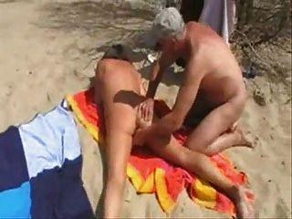 Esposa Se Divierte Con Extraños En La Playa.hecho En Casa